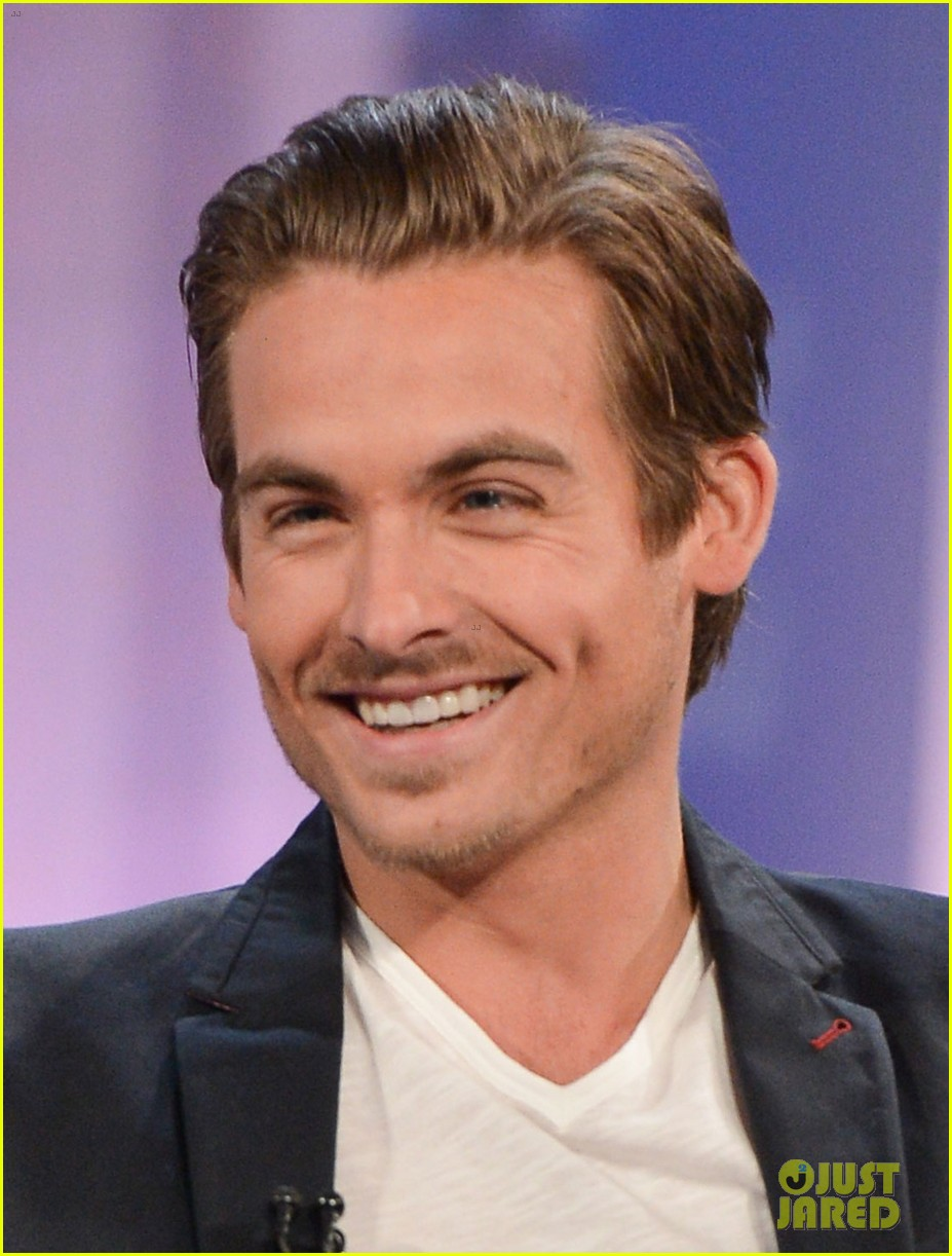 Kevin Zegers age, height, inte...