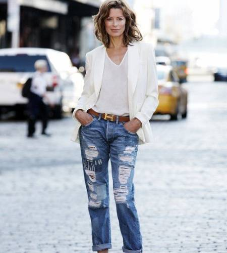 Anya Longwell looking cool with grunch blue jeans, white vest, and cream blazer