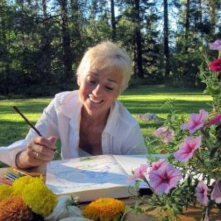 Julia Lazar is happy during the sketching something