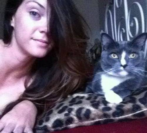 Alison Tyler with her cat together on the bed